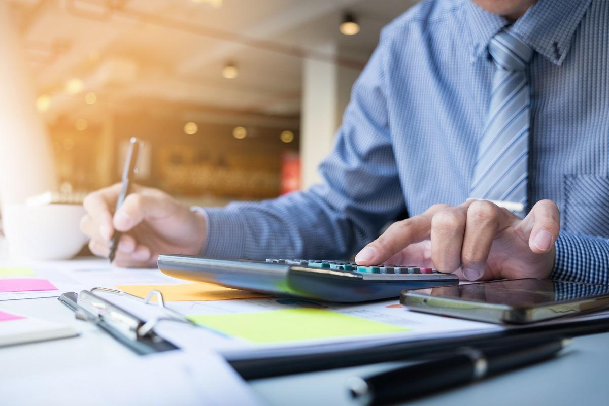 Faktura handlowa - co powinna zawierać? Poradnik