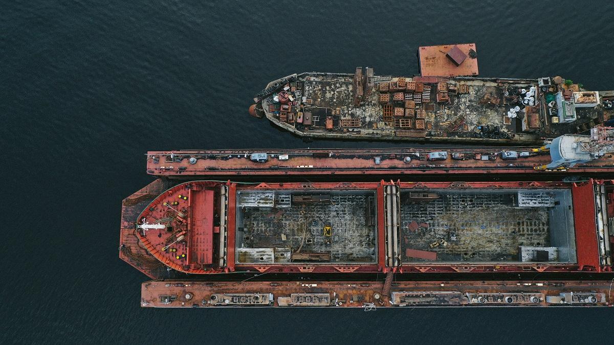 Drobnica morska i transport drobnicowy - poradnik dla początkujących importerów