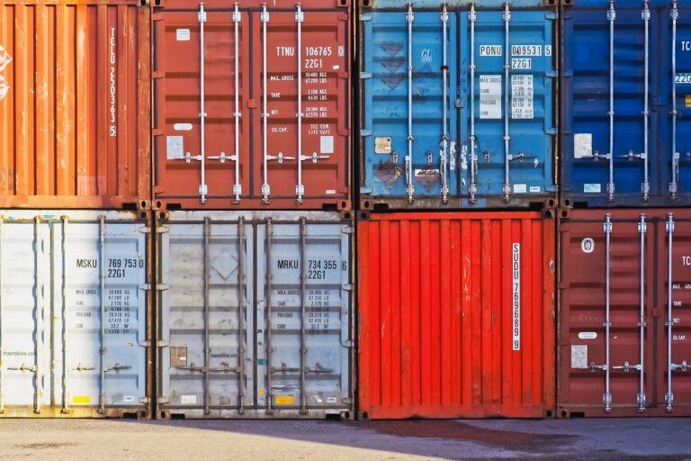 Co to jest import? Definicja importu, jego wady i zalety