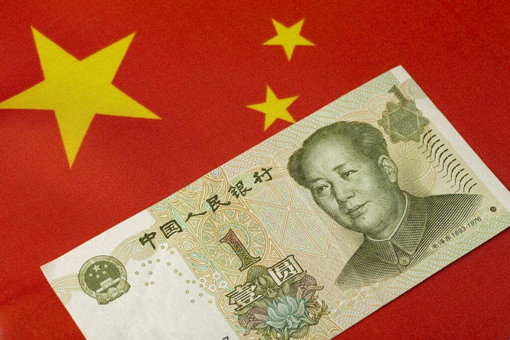 Kto potrzebuje chińskiej waluty?